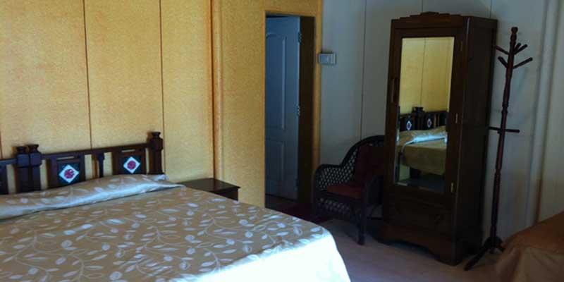 https://prospect-hotel.com/wp-content/uploads/2015/10/poolside-room.jpg